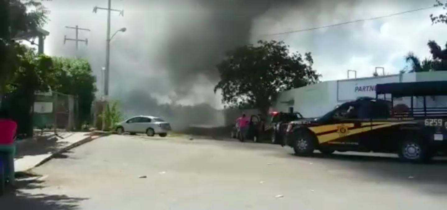 Incendio de maleza en Mérida obligó desalojo de niños
