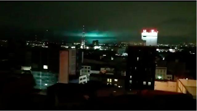 Las extrañas luces que iluminaron cielo de México durante terremoto