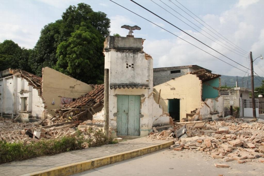 Suman 91 muertos por el sismo; prosigue búsqueda