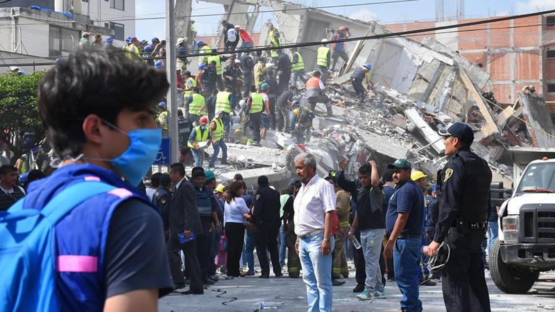 Mientras sigue rescate, sube a 307 muertos por sismo