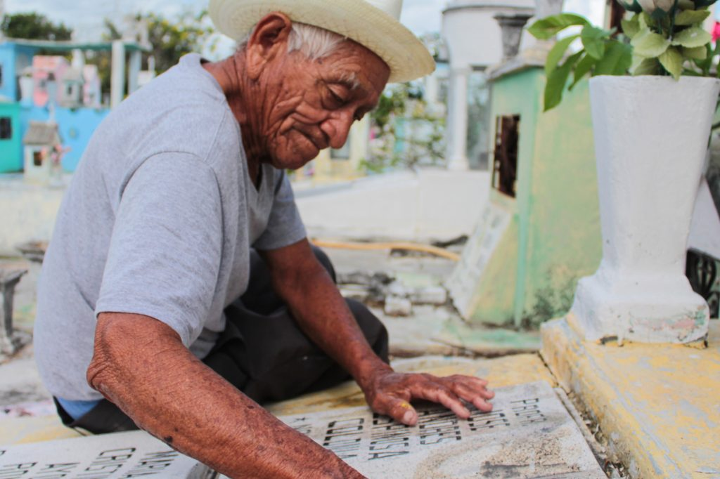 Trabajador del cementerio Xoclán: don Filiberto
