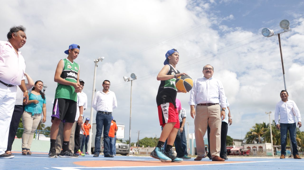 Chuburná Puerto reestrena cancha de básquetbol