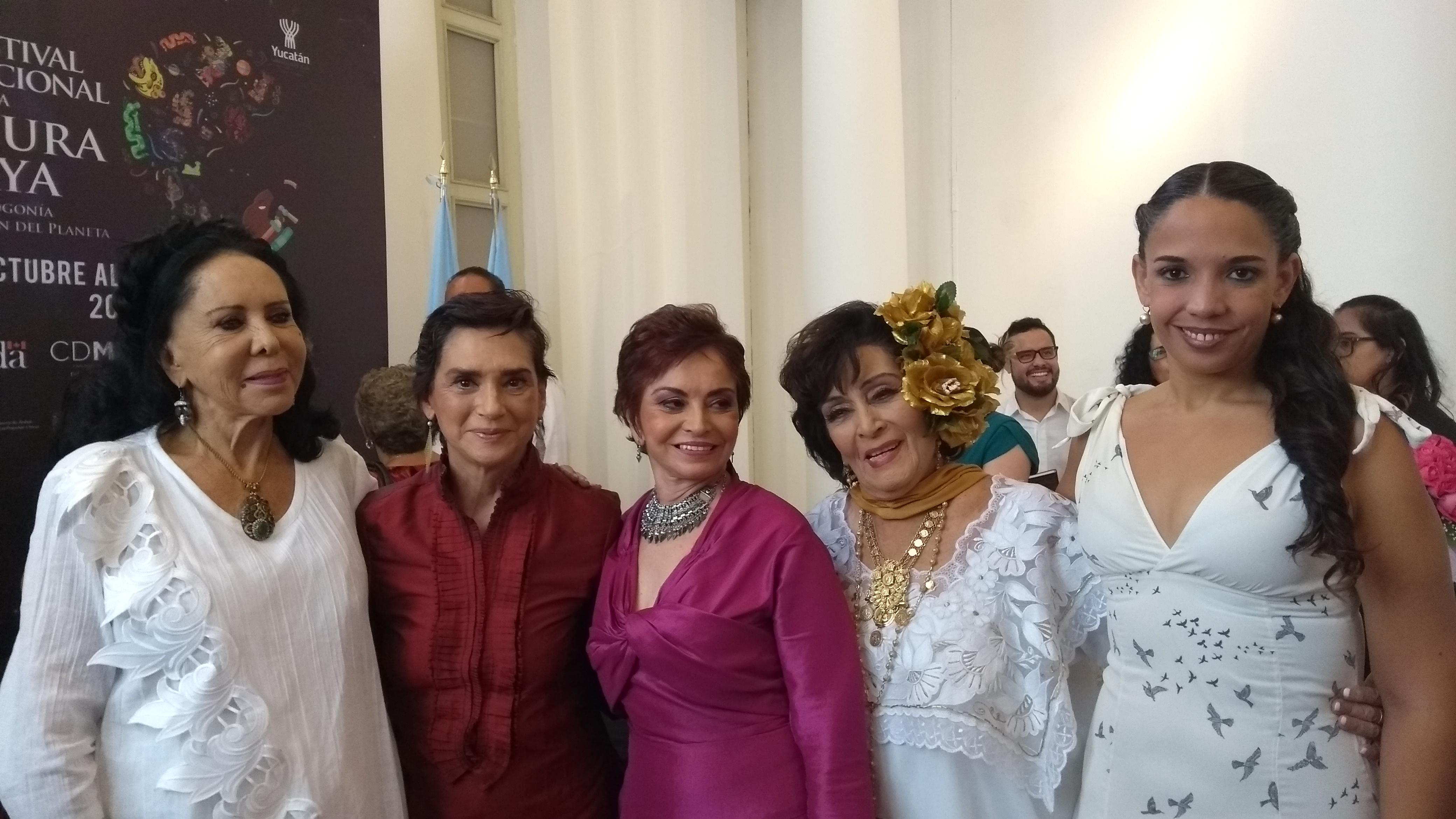 Reciben preseas del Ficmaya Irma Dorantes, Ofelia Medina y Lilia Aragón
