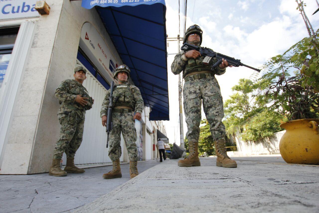 'Atrincherados' en Cancún clientes de First National Security