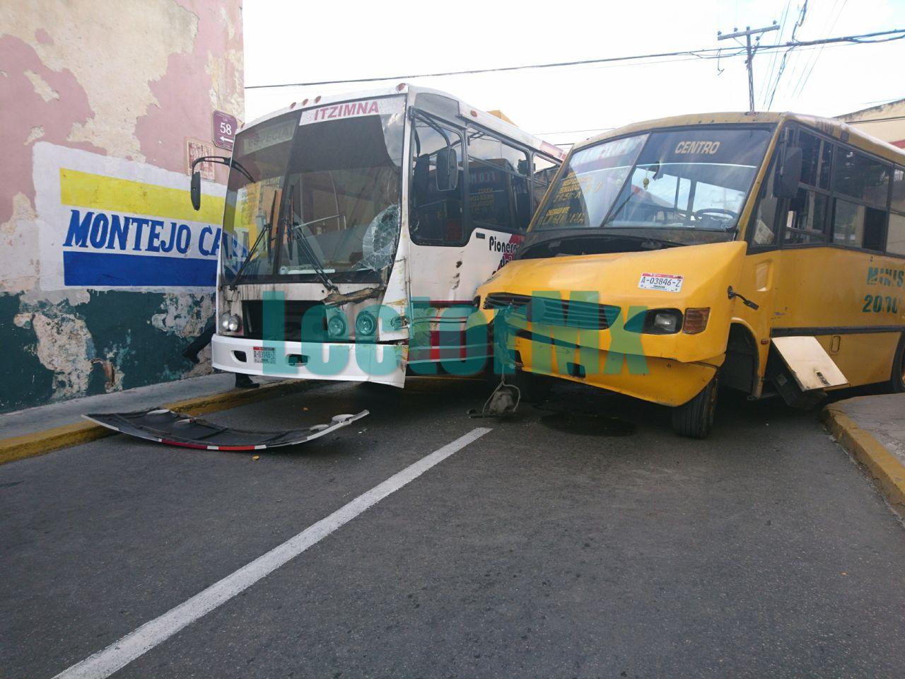 Encontronazo de autobuses urbanos en centro de Mérida