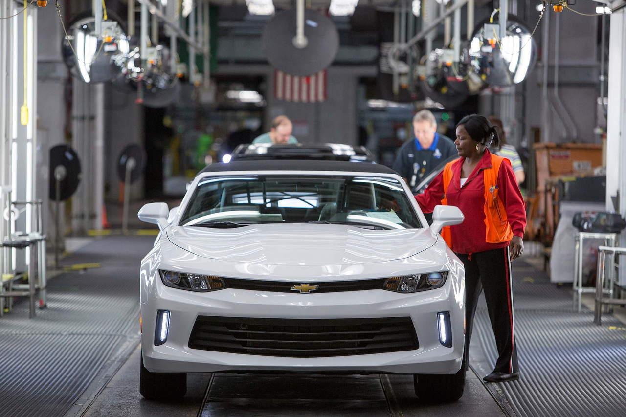 Industria automotriz urge a Trump a no dejar el TLCAN