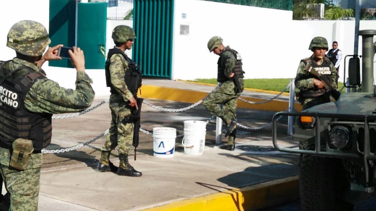 """Moviliza supuesta """"bomba"""" en sucursal de Banjercito Cancún"""