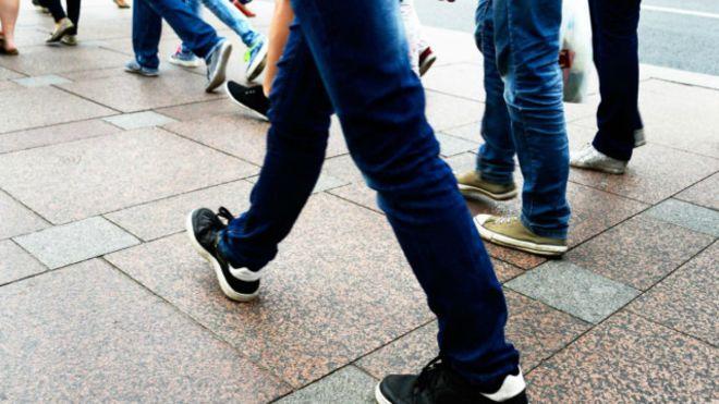 ¿Cuántos pasos es recomendable caminar al día?