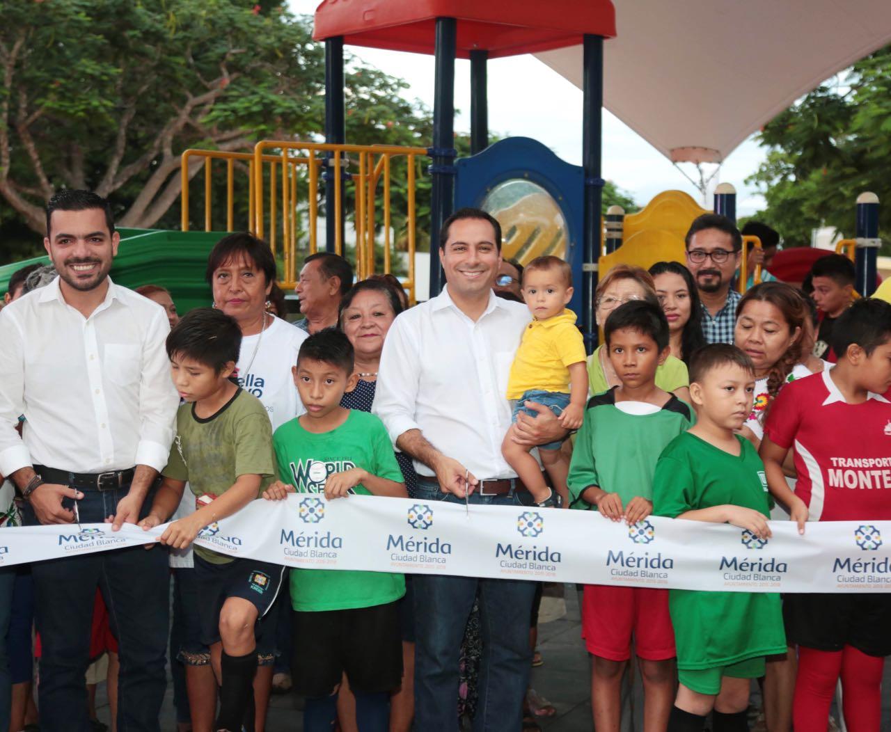 Entregan trabajos de rehabilitación del parque de Xcumpich