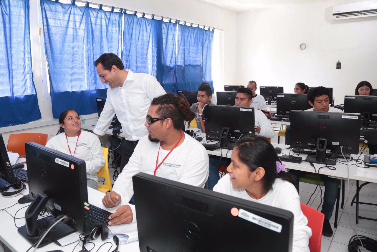 Avanza digitalización municipal; dan trabajo a jóvenes del sur de Mérida