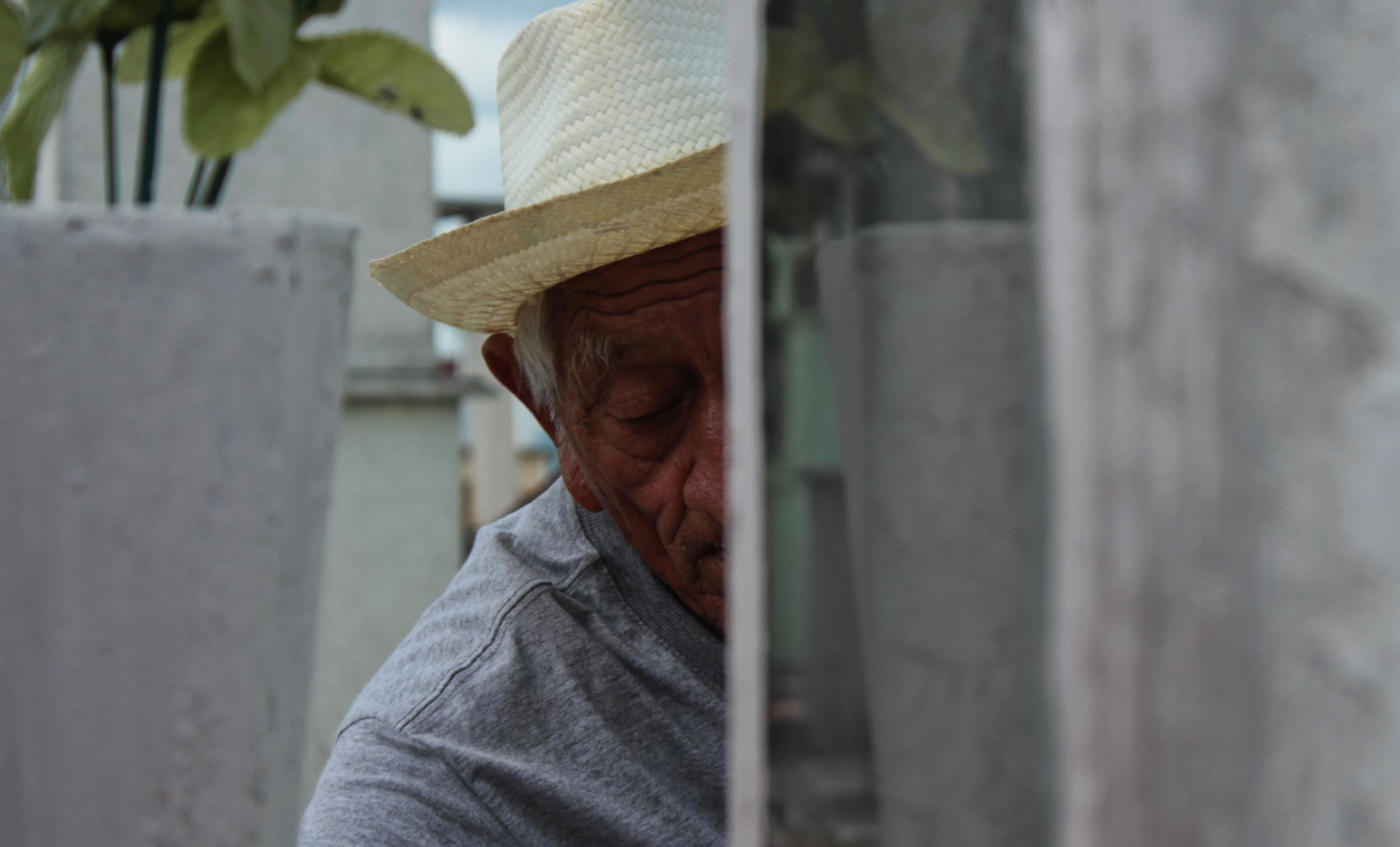 Historia de Día de Muertos: Don <i>Pil</i>, jardinero del panteón (video)