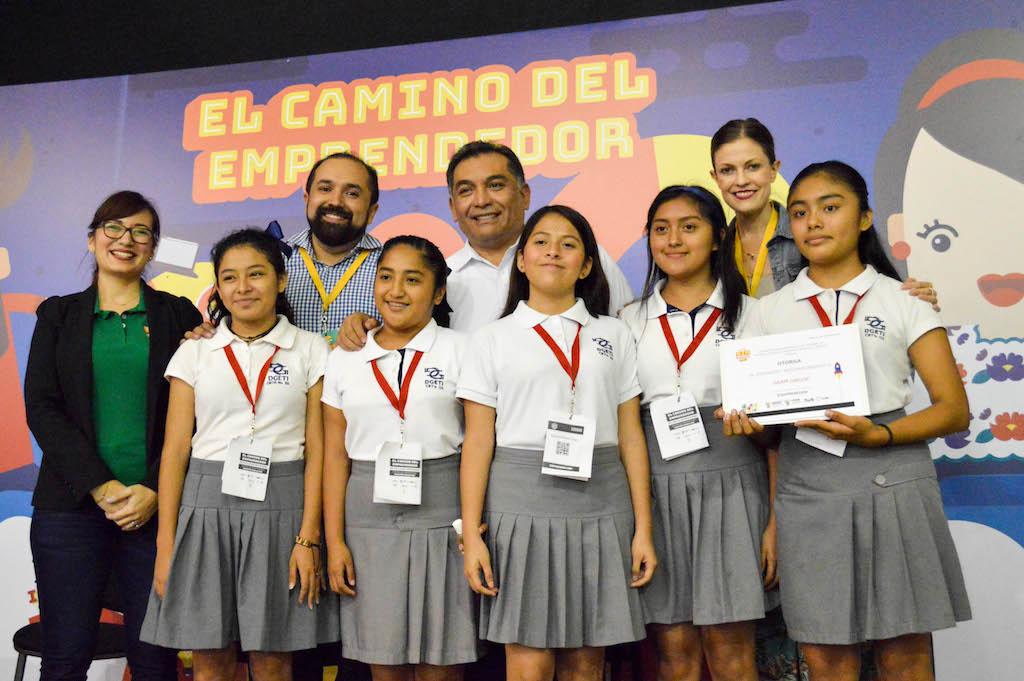 Se reconoce al espíritu emprendedor de 60 jóvenes yucatecos