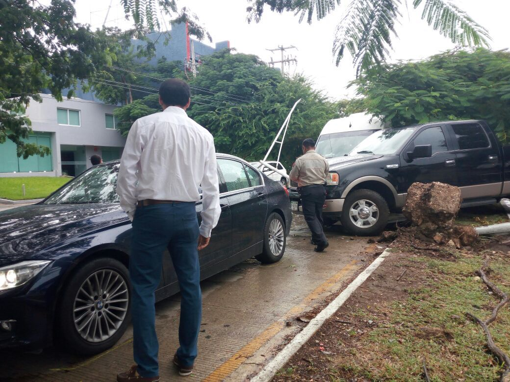 Accidentes y afectaciones viales por lluvias en Mérida