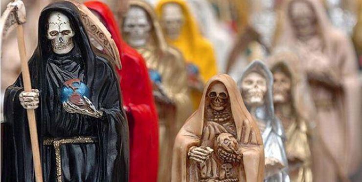 """Católicos adoran Santa Muerte, vírgenes y santos """"no les funcionan"""""""