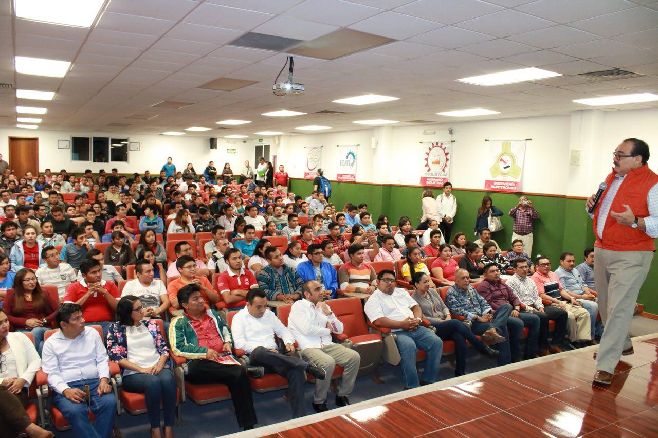 Se reúne Ramírez Marín con estudiantes de ingenierías