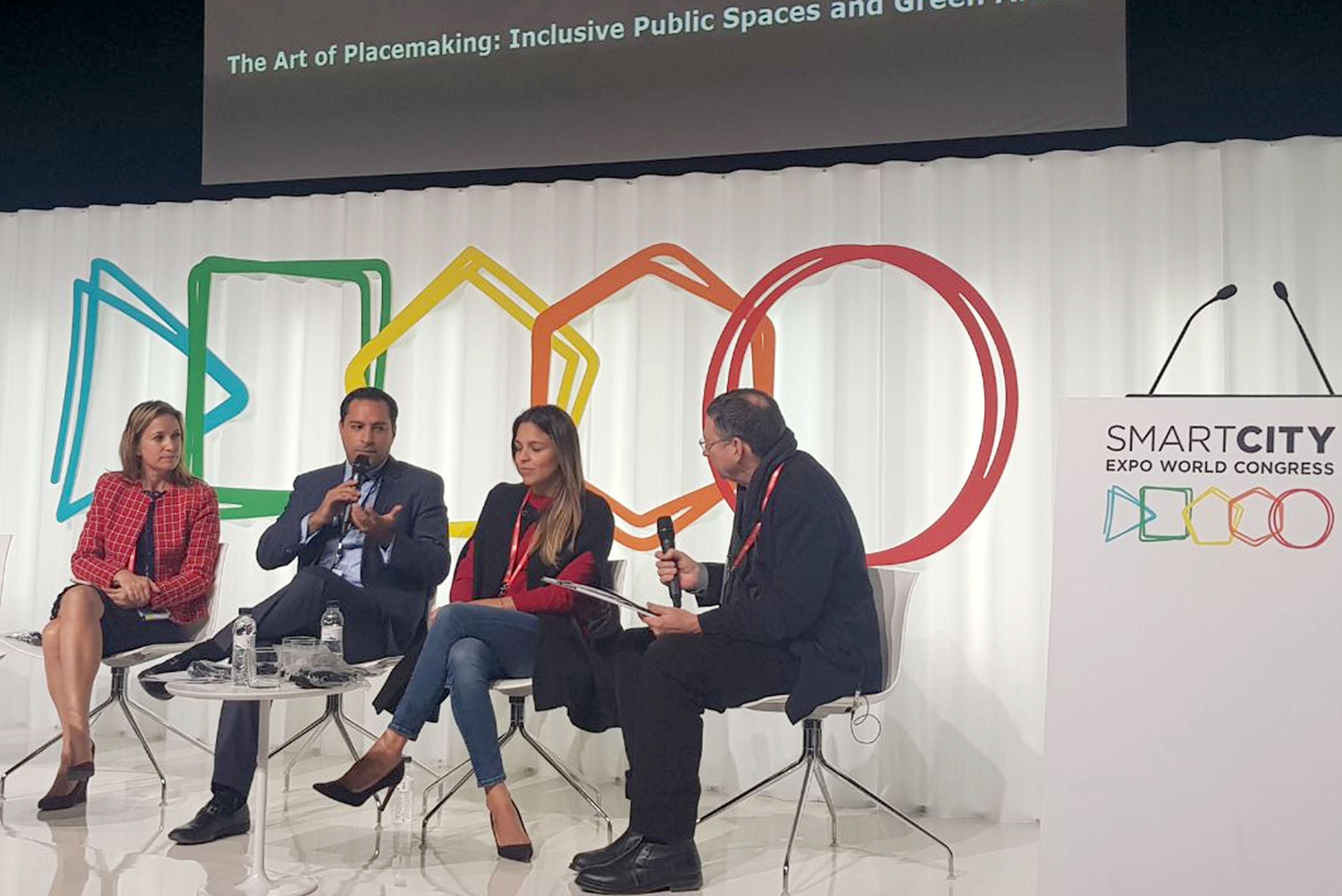 Presenta Vila proyecto innovador en foro mundial de Ciudades Inteligentes