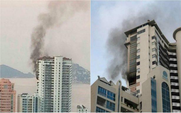 Incendio en condominios de Acapulco; hombre muere al lanzarse de piso 21