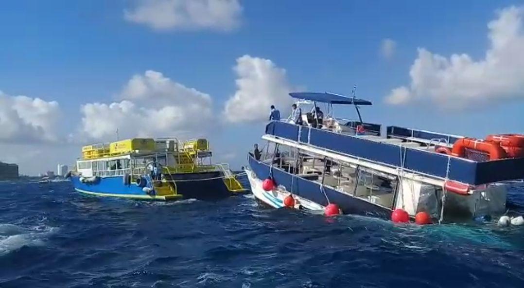 Catamarán, con turistas, a punto de naufragio en Cozumel