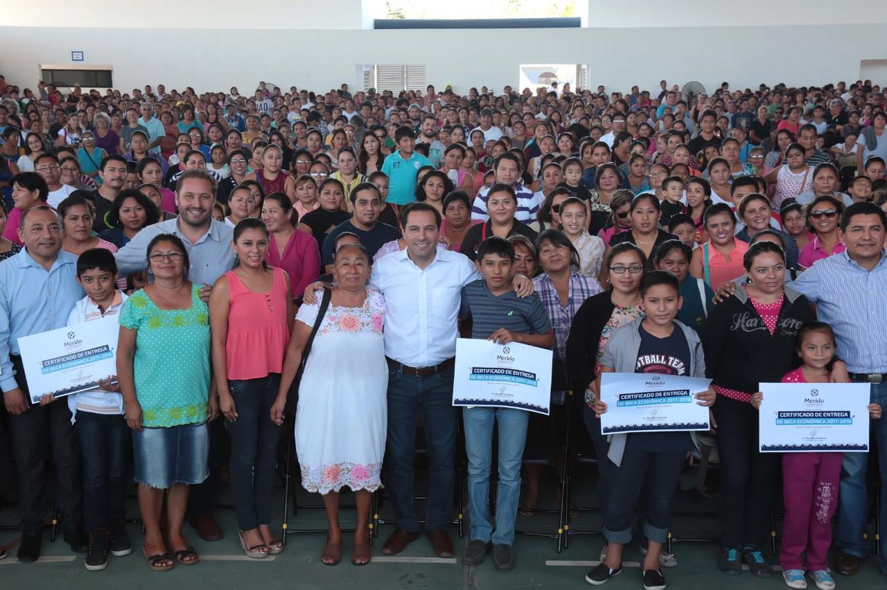 Aumentan becas escolares en actual trienio del Ayuntamiento de Mérida