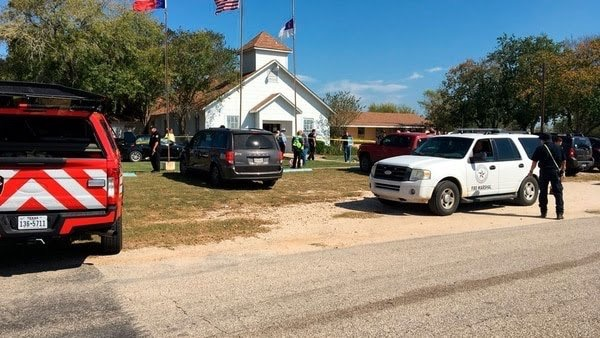 Al menos 27 muertos tras tiroteo en iglesia al sur de Texas