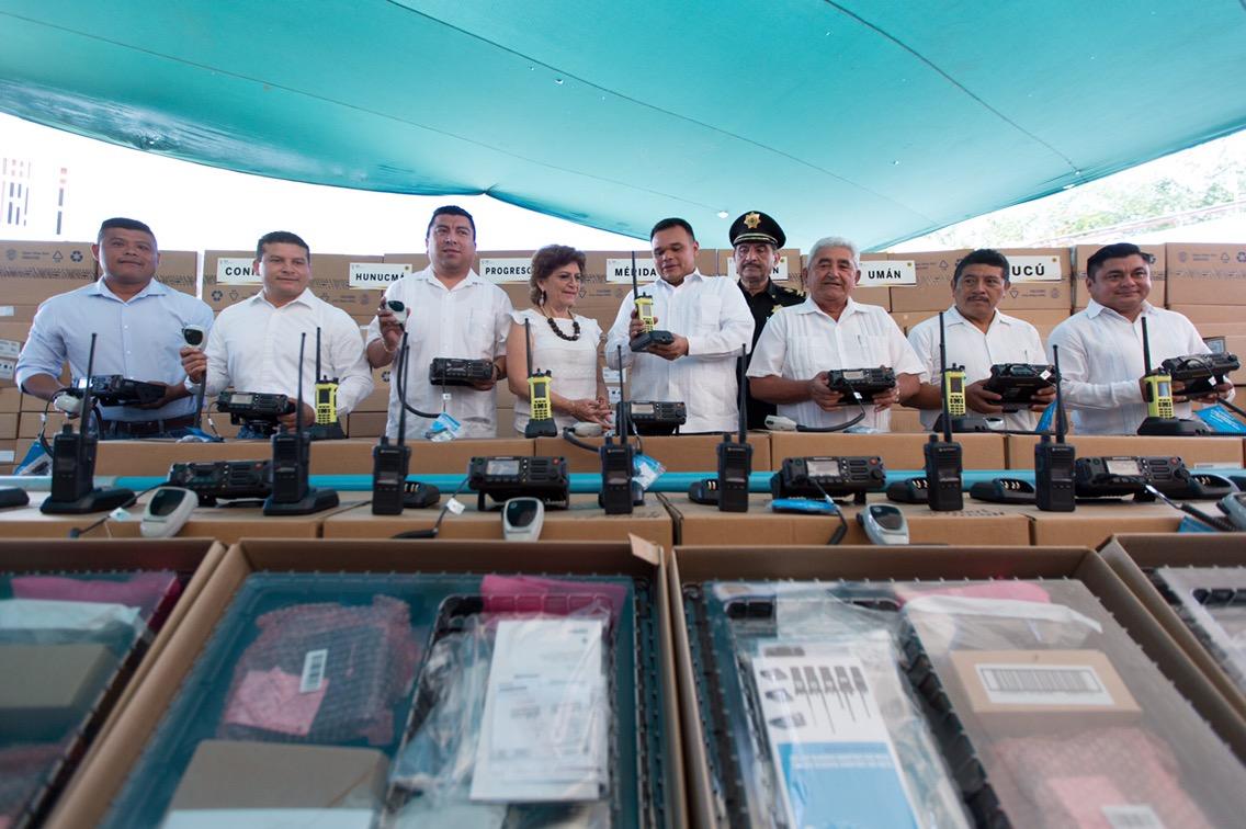 Equipos de radiocomunicación de última generación a policías estatales y municipales