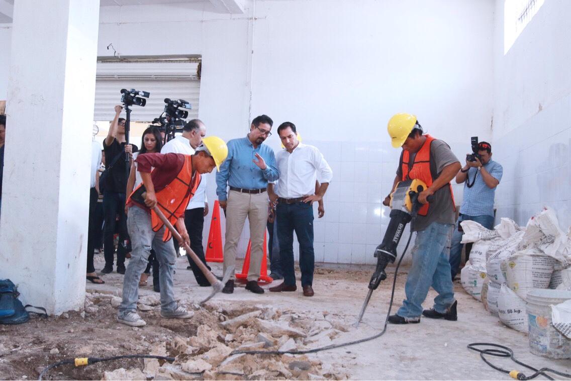 Pone Vila reflectores a rehabilitación de mercados en Mérida