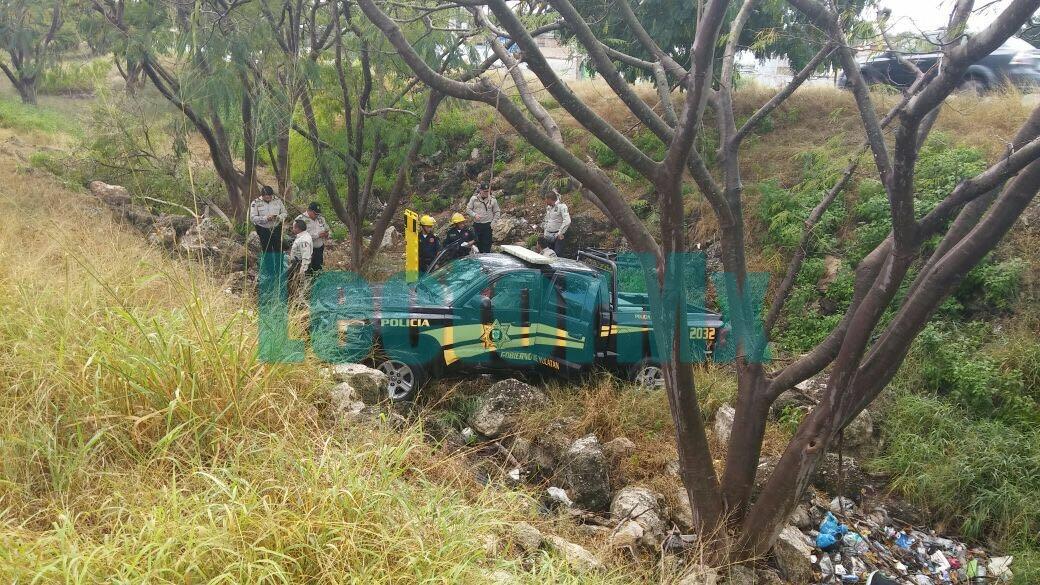 Ilesos policías tras accidente en Periférico Oriente