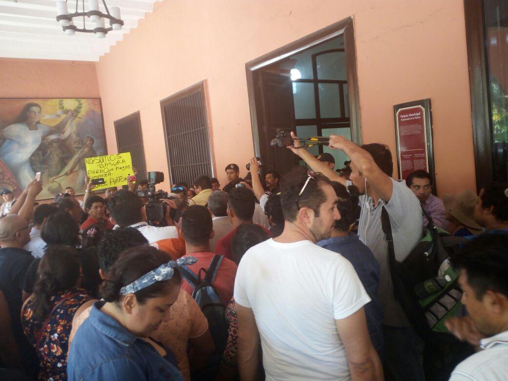 Protestan vendedores formales e informales de Mérida