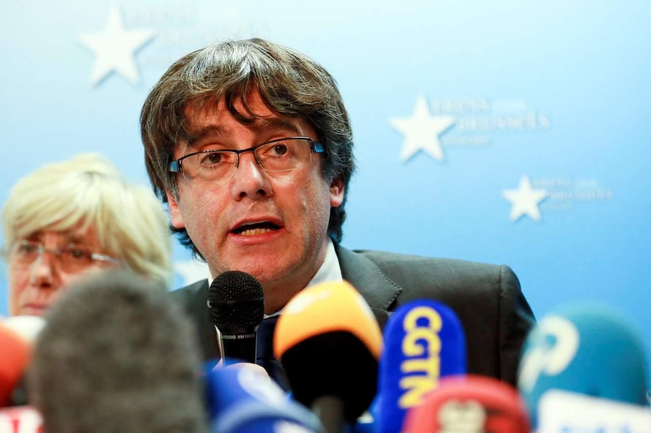 Fiscalía pide detener a Puigdemont y 4 exconsejeros por rebelión