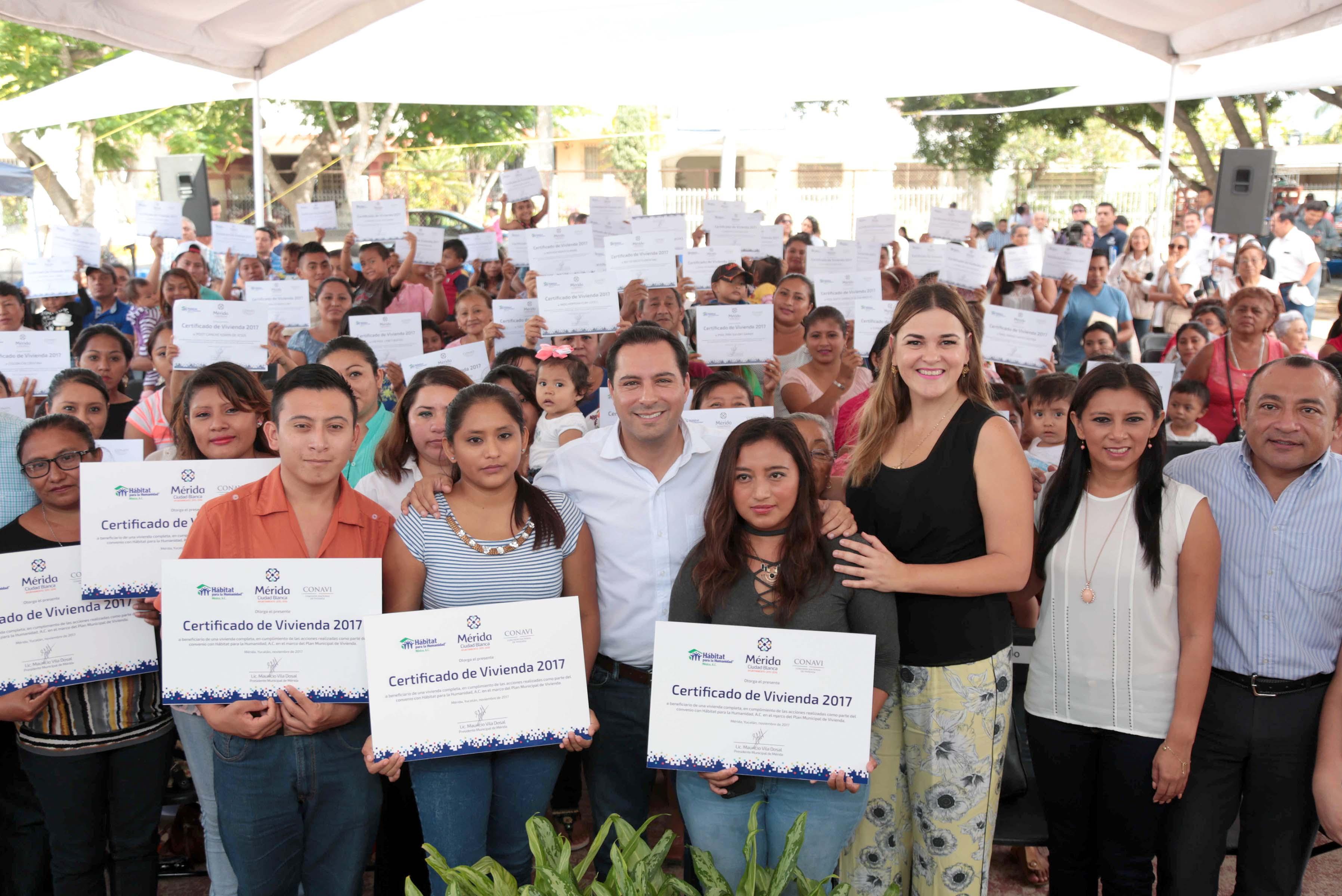 Certificados de vivienda a familias de comisarías y colonias de Mérida