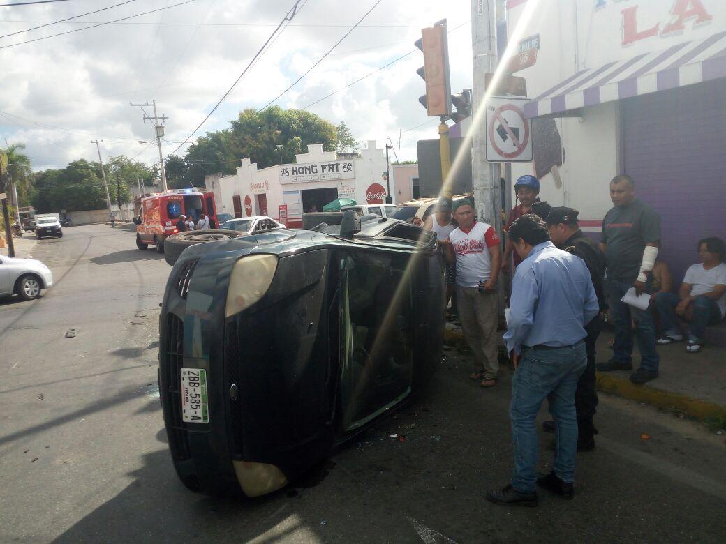 Camioneta sin seguro ocasiona choque y tres lesionados