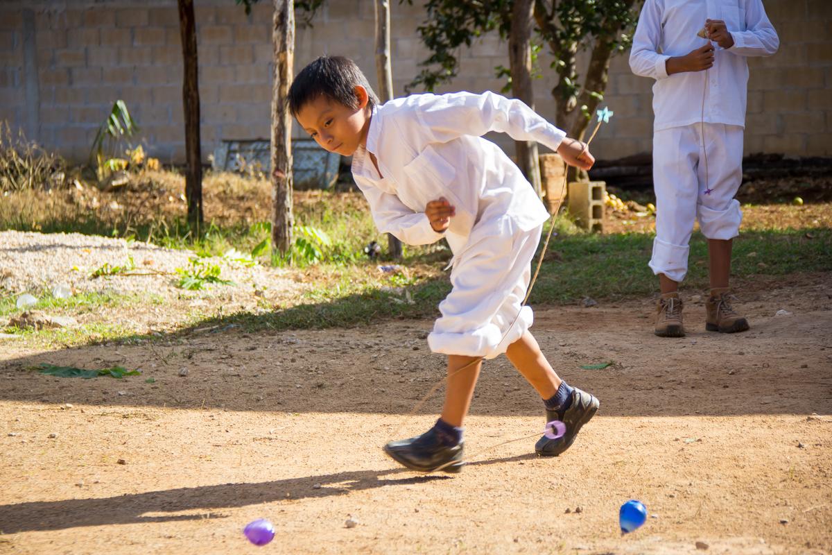 Con juegos preservan niños escolares raíces tradicionales