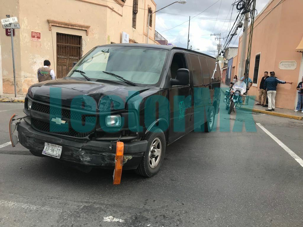 Choca camioneta que trasladaba un muerto