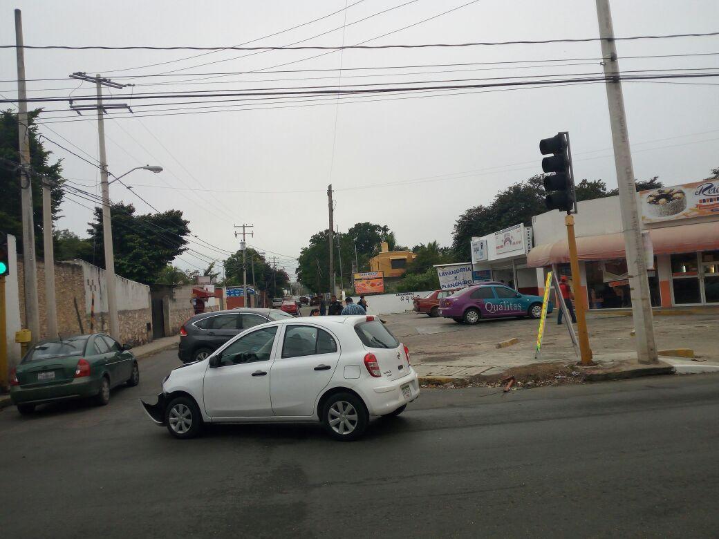 """""""Semaforazo"""" al norte de Mérida arrancando semana"""