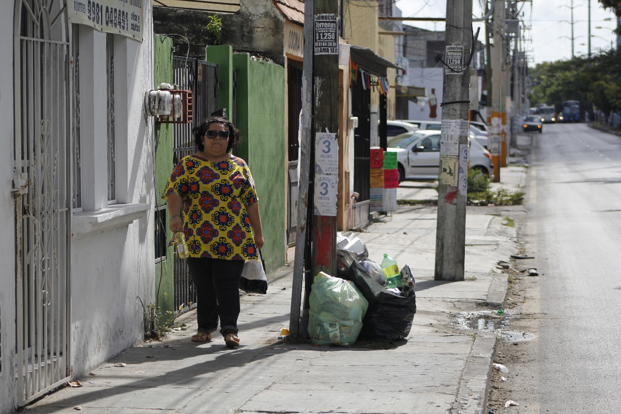 Batallan en Cancún por deficiente recoja de basura