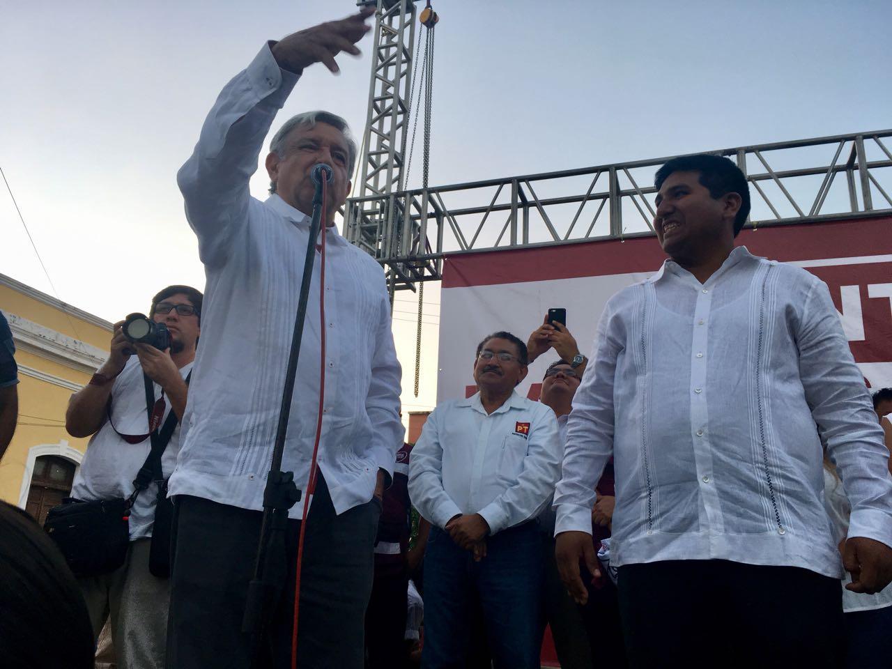 Meade e Ivonne impusieron candidato en Yucatán.- AMLO