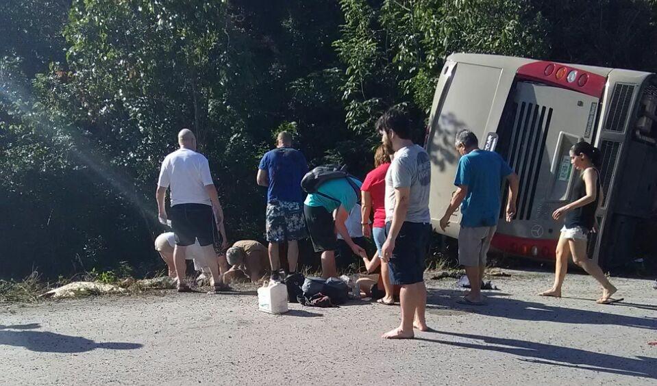 """""""Carreterazo"""" de turistas en Sur de Quintana Roo"""