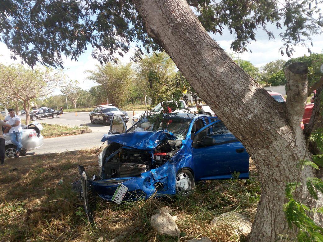 Descuido de mujeres al volante deriva en accidentes