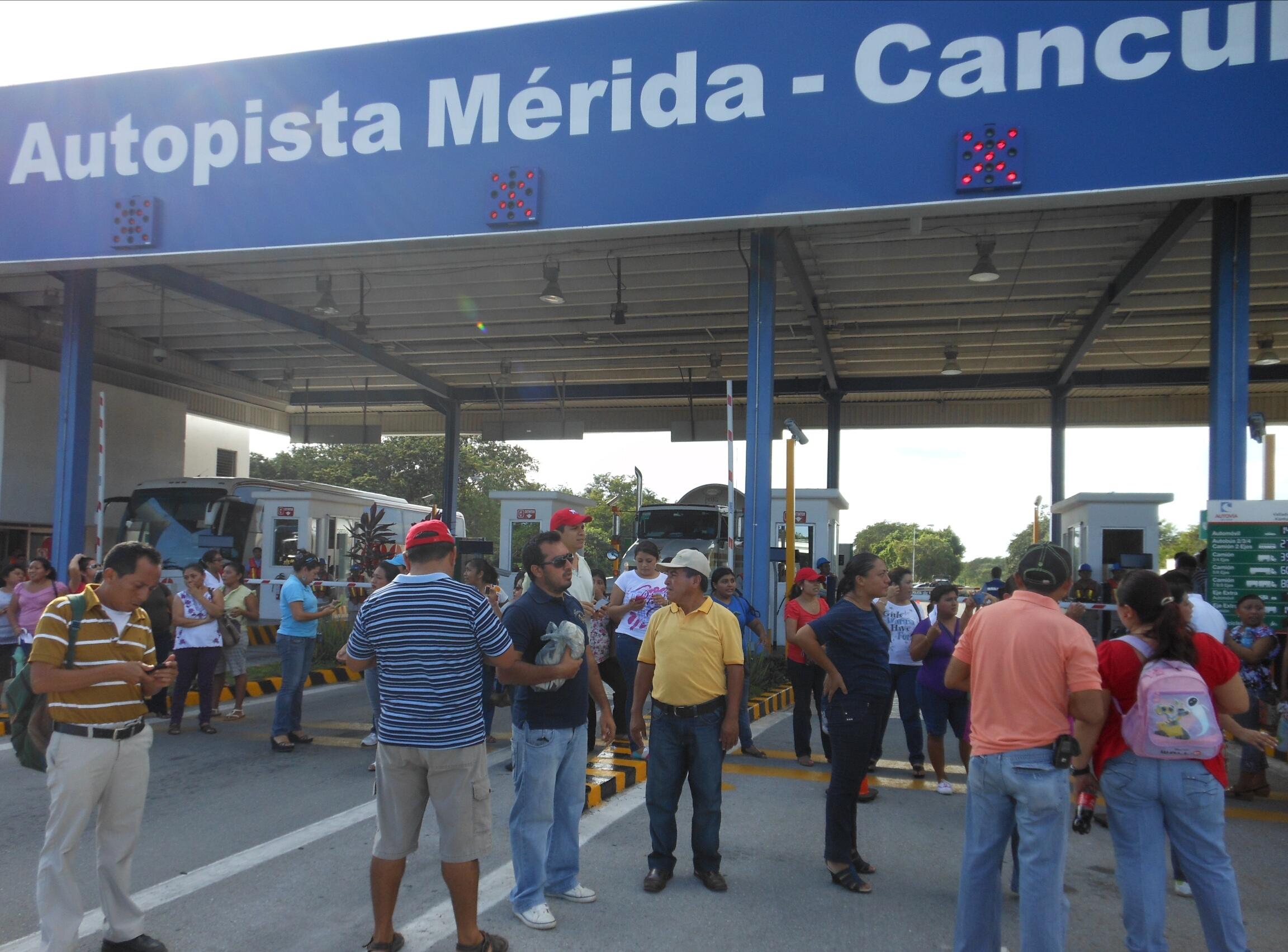 """Autopista más cara de México """"descarrila"""" a transportistas"""