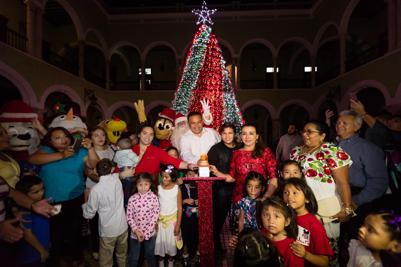 Ilumina Navidad en Yucatán Palacio de Gobierno
