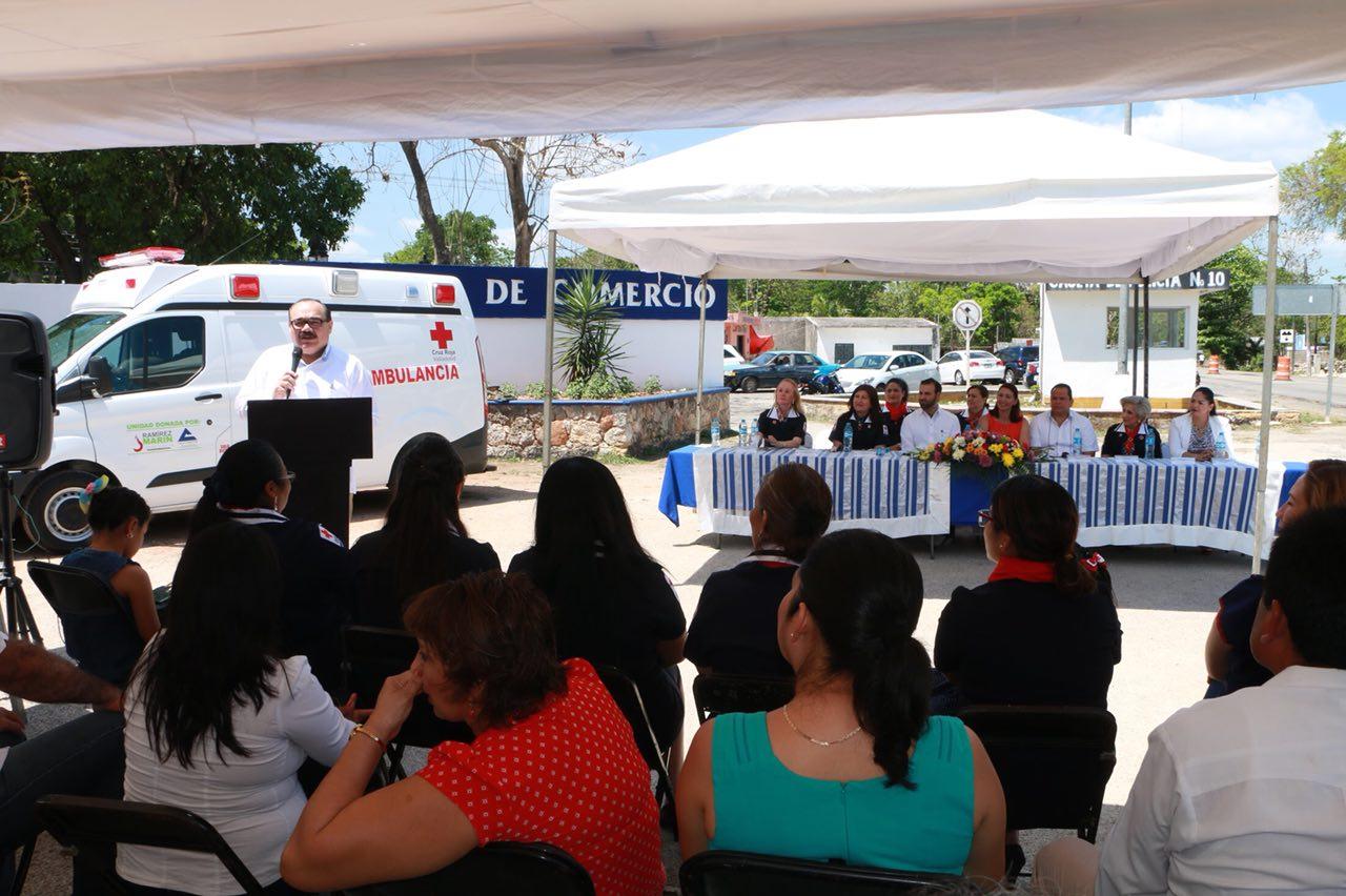 Entregan ambulancia en municipio de Tizimín
