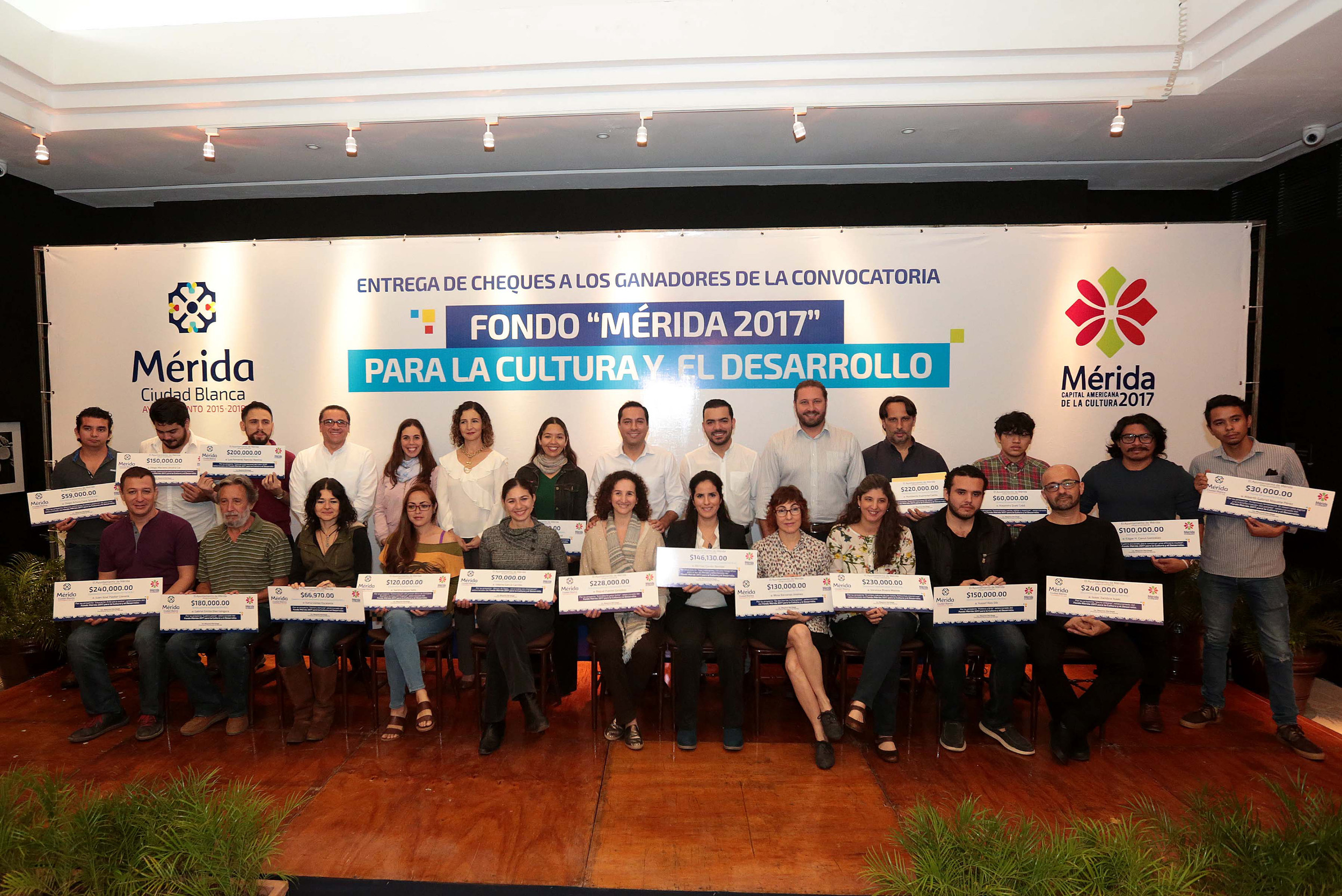 Entregan cheques a ganadores de convocatoria Fondo Mérida 2017 para Cultura