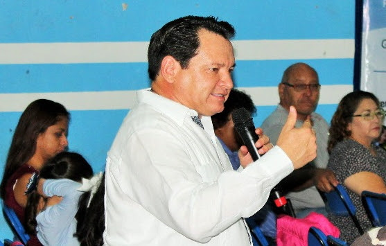 """""""Huacho"""" se reúne con liderazgos de todos los municipios de Yucatán"""