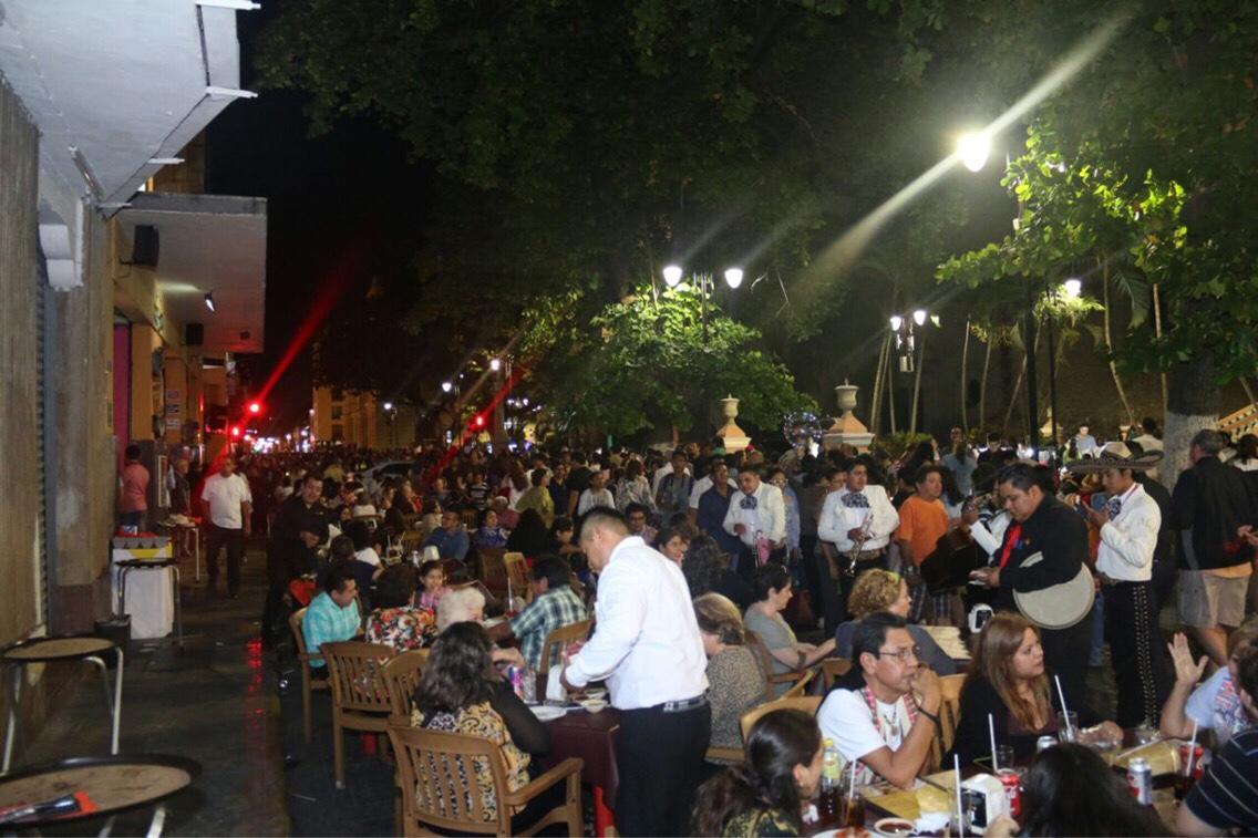 Meridanos disfrutan del arte en las calles de Mérida