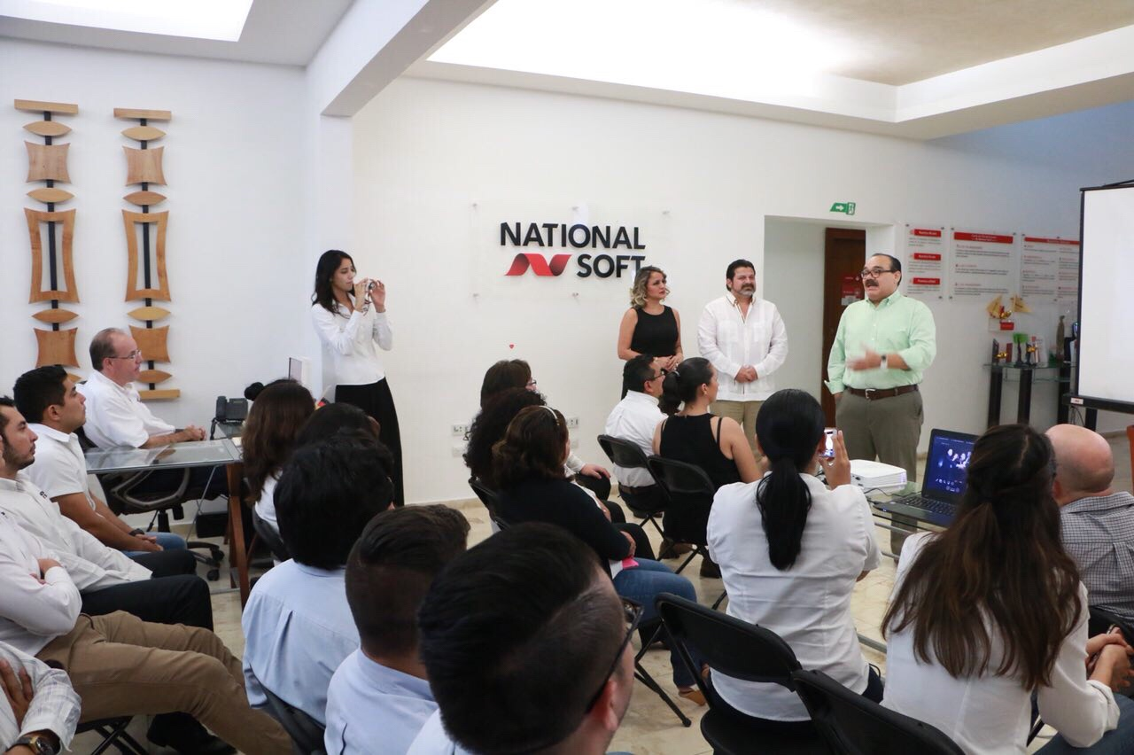 Ramírez Marín reconoce historias de éxito en Yucatán