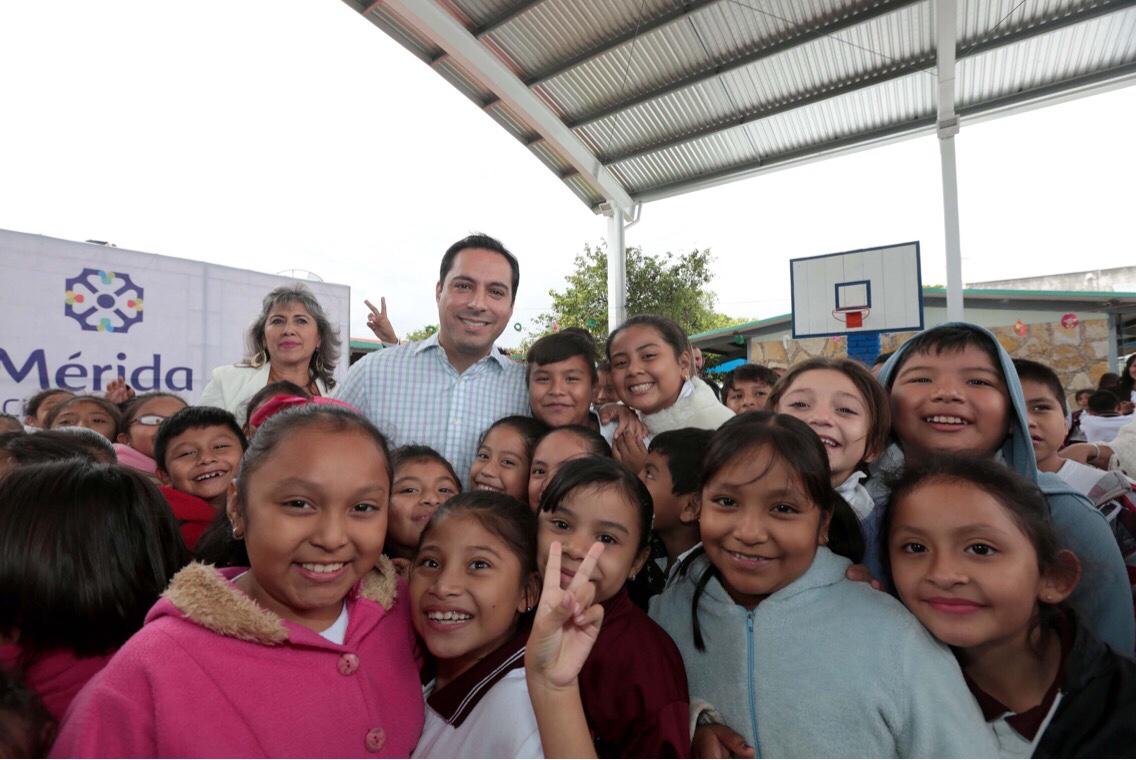 Entrega Vila techado de cancha de usos múltiples en escuela primaria