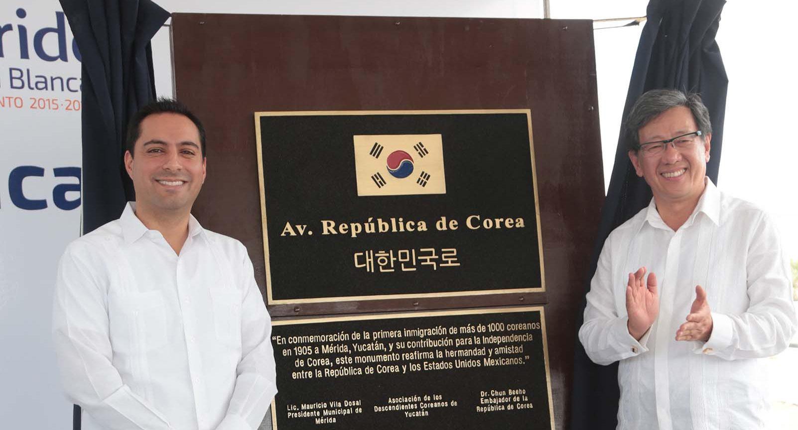 """Develan placa que conmemora nombramiento de Avenida """"República de Corea"""""""
