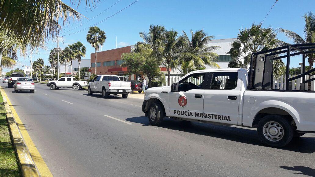Tiran cuerpo desmembrado frente a minisuper en Cancún