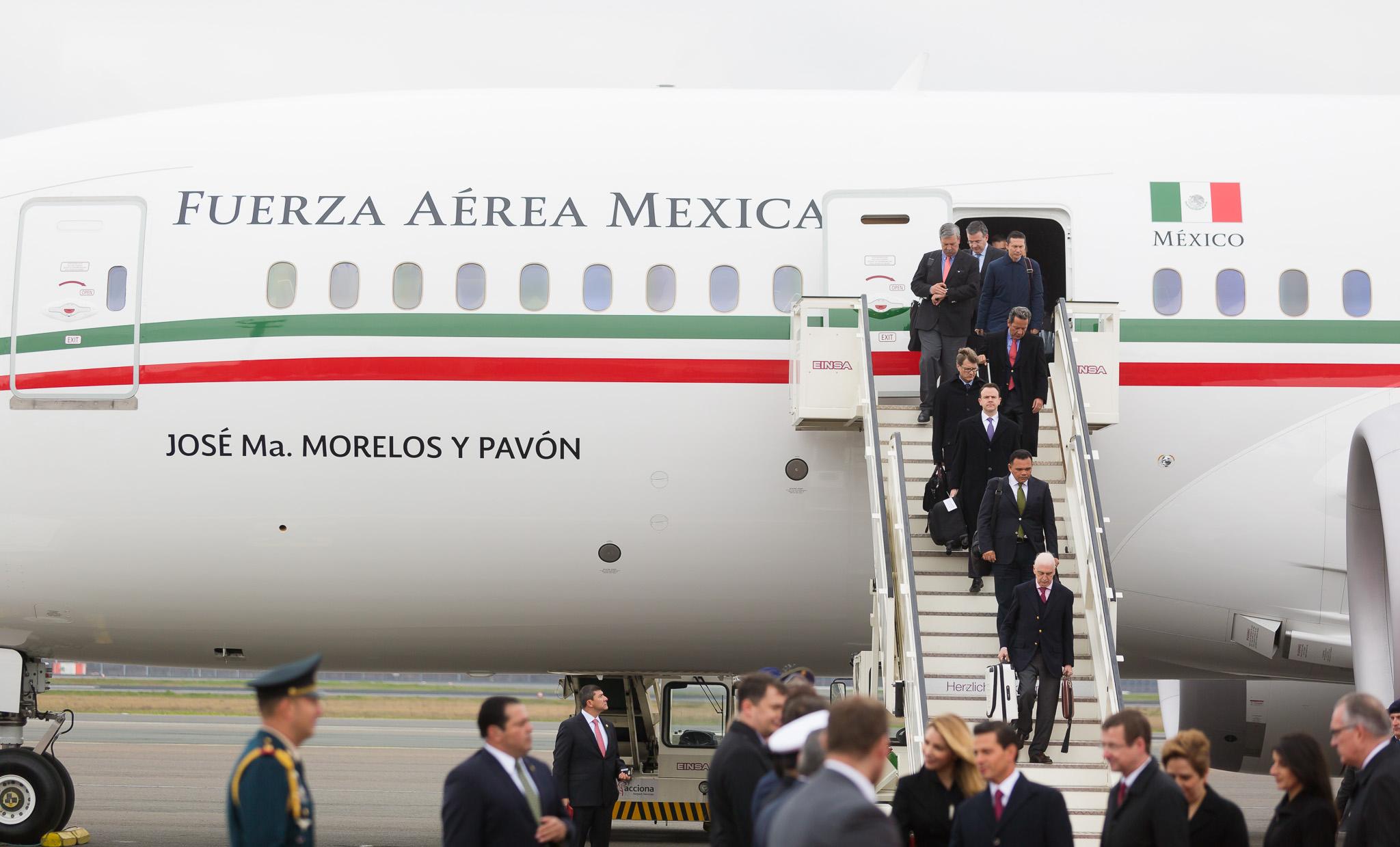 Gobernador de Yucatán en gira de Peña Nieto por Paraguay