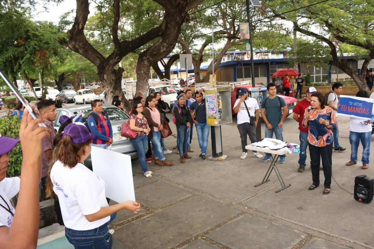 Detalla Sofía Castro su proyecto ante universitarios
